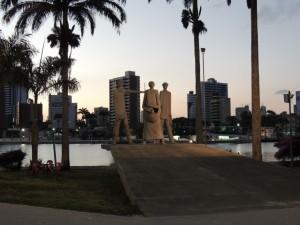 De drie beelden staan symbool voor de mensen waardoor Campina Grande is ontstaan