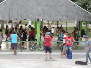 Een arobicsles die gratis wordt gegeven in de Park da Crianca. Dit park ligt in het centrum van Campina Grande