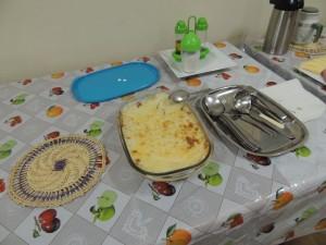 Een ovenschotel met zoete aardappelpuree en gedroogd rundvlees