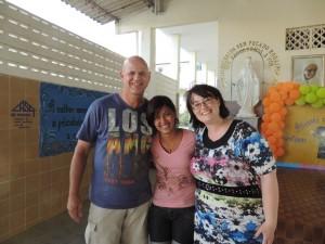 Samen met een lerares op de foto
