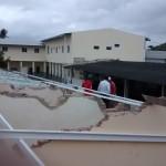 De eerste stalen balken liggen op het dak