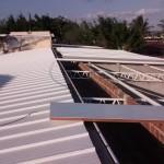 De eerst isolatie platen liggen op het dak